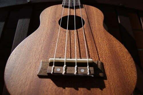 Struny na ukulele